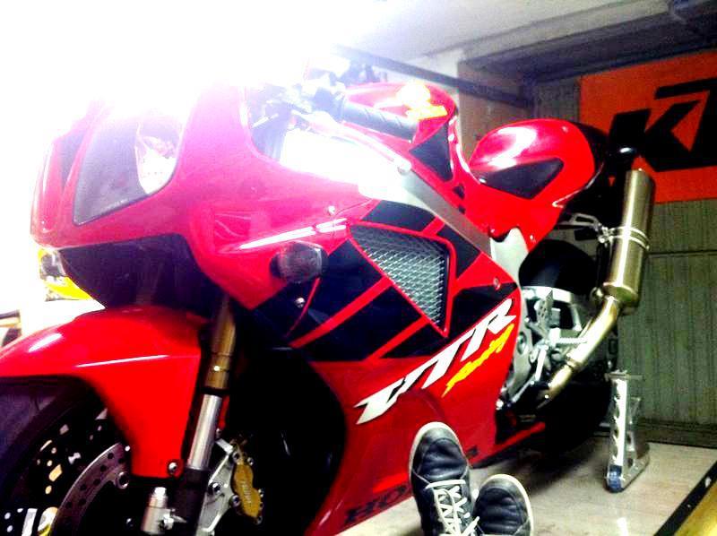 Click image for larger version  Name:2013_02_18 - Umbau VTR 1000 Sp - HRC Superbike (3).jpg Views:273 Size:60.5 KB ID:35074